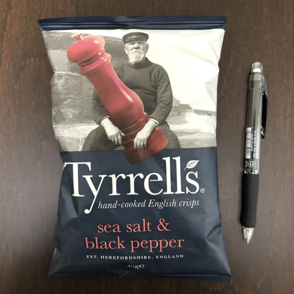 「Tyrrells(ティレル) ポテトチップス シーソルト&ブラックペッパー味」の袋の表面
