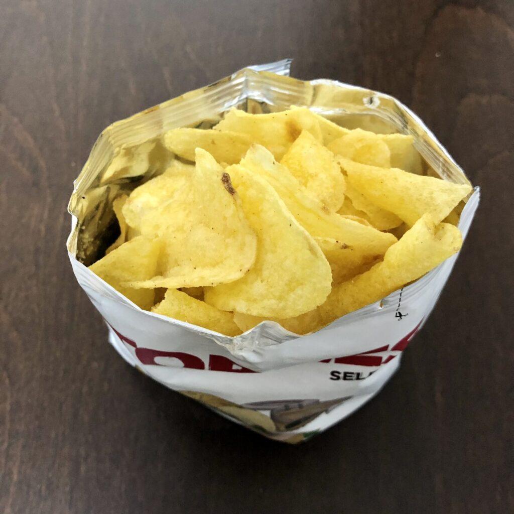「TORRES(トーレス) ポテトチップス フォアグラ味」を開封